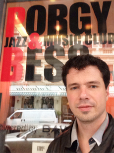 Daniel Murray na fachada do Porgy and Bess - Viena/Austria - self